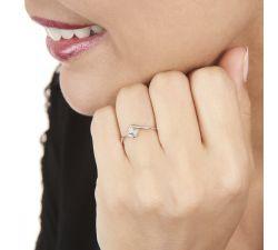 Anillo de compromiso Bali con diamante central
