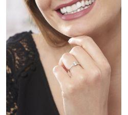 Anillo de compromiso New Jersey hermoso y moderno de 4 uñas